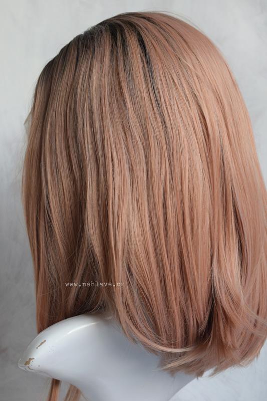 Dámská syntetická paruka v pink barvě a tmavými odrosty.