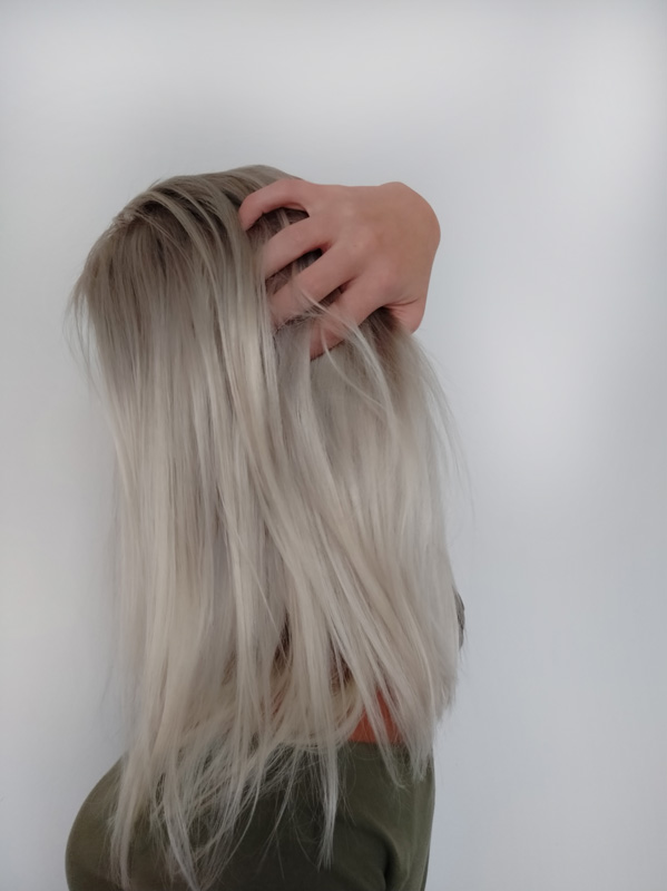 Platina blond pravý vlas krátká paruka