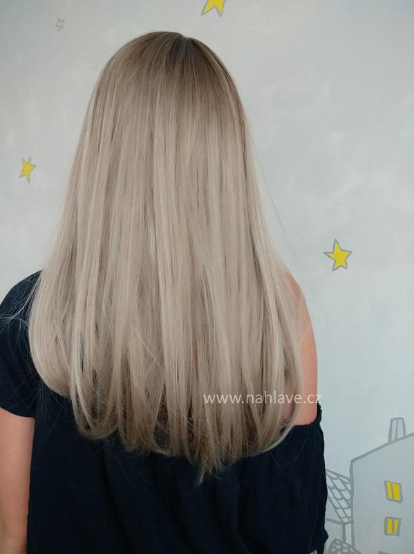Písková blond syntetická paruka s ofinou