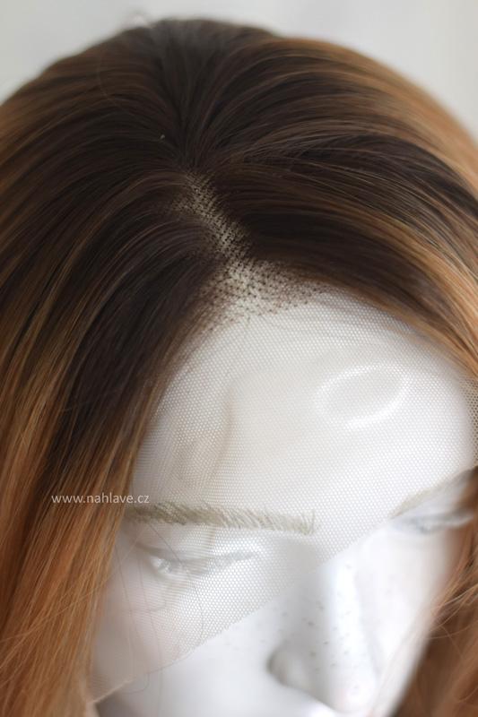 Paruka syntetické vlákno kudrnatá.