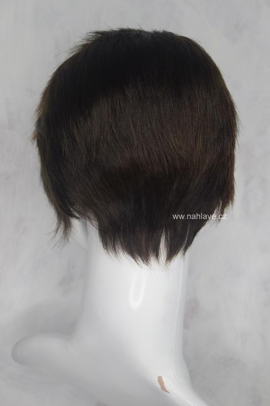 Paruka, parochne v krátkém střihu a tmavě hnědé barvě, s prosvětlenou přední částí.