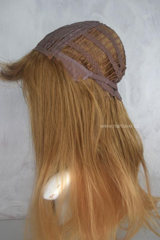 Dámská paruka,parochne, v meodvé blond barvě.