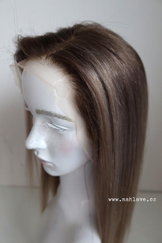 Tmavá blond studeného rázu v paruce z pravých vlasů. Tmavá blond studeného rázu v paruce z pravých vlasů.