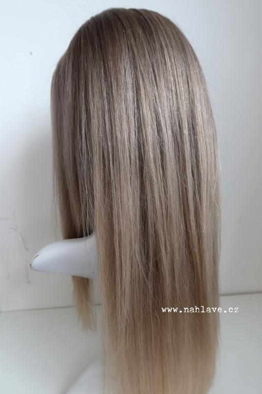 Tmavá blond studeného rázu v paruce z pravých vlasů.