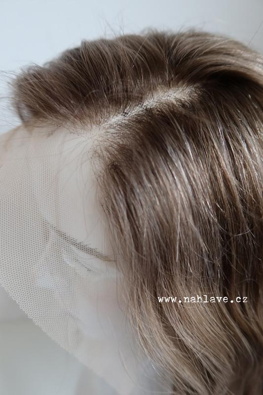 Paruka z pravých, reálných vlasů, v kouřovém zabarvení a délkou lehce pod ramena. Paruka z pravých, reálných vlasů, v kouřovém zabarvení a délkou lehce pod ramena.
